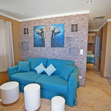 Living room with sofa bed - Tiki Hutte - Seaview - Premium 2 bedrooms